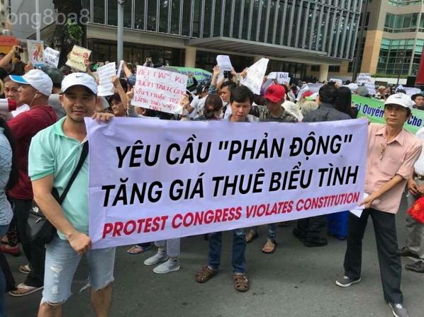 Tăng phí biểu tình