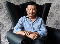 Click image for larger version  Name: Van-Son-noi-ve-tin-don-kinh-doanh-thua-lo-khong-nhin-mat-Hoai-Linh-nguyen-ba-ngoc_-8270-15332889.jpg Views: 0 Size: 180.3 KB ID: 1256297