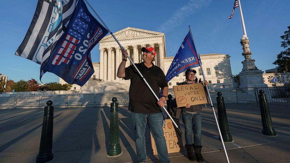 Các thẩm phán muốn có thêm bằng chứng từ chiến dịch tranh cử của Trump khi các vụ kiện bị bác bỏ