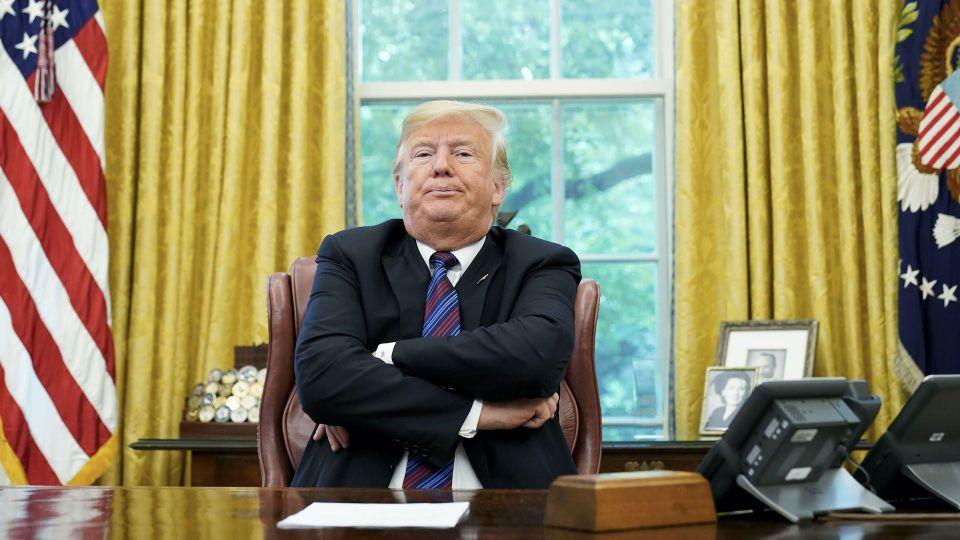 Melania cùng người nhà và trong nhà trắng khuyên Trump 'đã tới lúc thừa nhận thua'